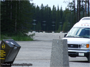 és medvetámadás miatt lezárt út a már említett Kanadában