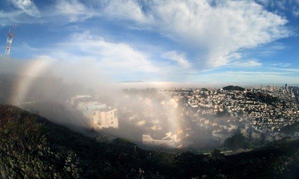 Szivárvány a ködben San Franciscoban.