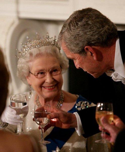 Erzsébet királynő és Bush